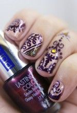 Gorgeous henna-inspired nail art by Nails Maniac V.!