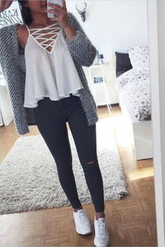 48 Cute Outfits with Jeans and Crop Tops