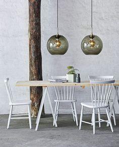Gloria Ø Røykfarget/messing oppheng Lampe Industrial, Industrial Style Lighting, Ball Lights, Globe Lights, Dining Table Lighting, Kitchen Lighting, Pendant Lamp, Pendant Lighting, Globe Pendant