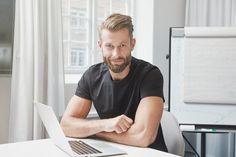 Millainen on hyvä työhakemus? Yksinkertaisuudessaan hyvä työhakemus on selkeälukuinen, myyvä, ytimekäs ja vastaa työpaikkailmoituksessa kuvailtuun työvoimatarpeeseen. Tarkistamalla työhakemuksen perusasiat voi jo välttyä useilta yleisiltä virheiltä.