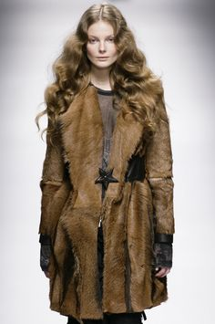 What Dacey Mormont would wear Marithé + François Girbaud, Fall 2008 Dacey Mormont, House Mormont, Bear Island, House Stark, Up Costumes, Costume Design, Fur Coat, Harry Potter, How To Wear