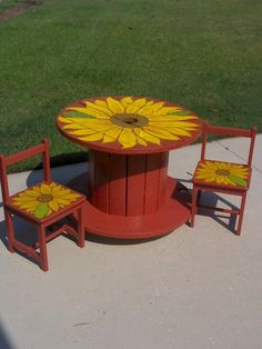 dollar thrift store chairs and a wire spool turned out to be pretty cute sunflower childrens table and chairs Wooden Spool Tables, Cable Spool Tables, Wooden Cable Spools, Wood Spool, Repurposed Furniture, Pallet Furniture, Kids Furniture, Outdoor Furniture Sets, Outdoor Decor