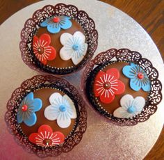 Cup Cakes Red, Turquoise, and White Flowers Top View Blue Cupcakes, Yummy Cupcakes, Cupcake Art, Cupcake Cakes, Cupcake Ideas, Pretty Cakes, Cute Cakes, Cake Recipes Uk, Yummy Recipes