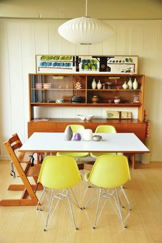 House Tour: Seonna's Hillside Modern| Modernica Fiberglass Shell Chairs