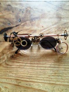 Brille und Accessoires des Titus Timless