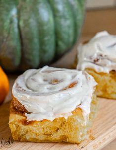 Make these amazing pumpkin cinnamon rolls this fall! They are spiced just right, nice and mild with a hint of pumpkin. Topped with a cinnamon cream cheese frosting, these are to die for! Pumpkin Pecan Cobbler, Pumpkin Custard, Pumpkin Cinnamon Rolls, Pumpkin Pie Bars, Baked Pumpkin, Pumpkin Dessert, Pumpkin Recipes, Easy Desserts, Dessert Recipes