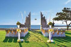 Romantic Wedding at The Beach Gate - Hotel Discovery Kartika Plaza
