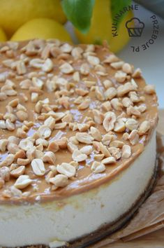 sernik z masą kajmakową i orzeszkami ziemnymi Vanilla Cake, Sweet Recipes, Camembert Cheese, Pudding, Treats, Food, Cakes, Recipe, Sweet Like Candy