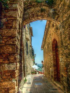 | ♕ | Alleyway in San Gimignano | by © lele orpo | via ysvoice