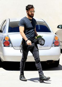 The Best Dressed Men Of The Week: Justin Theroux in West Hollywood, LA. #bestdressedmen #justintheroux