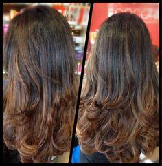 Stufenschnitt lange Haare braun Highlights