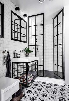 Black and white bathroom: 10 rooms to be inspired-Banheiro preto e branco: 10 ambientes para se inspirar Check out ideas of the classic black and white combination for the bathroom! (Photo: Reproduction) and white - Minimalist Bathroom Furniture, Bad Inspiration, Bathroom Interior Design, Interior Modern, Interior Ideas, Interior Inspiration, White House Interior, Best Interior Design, Interior Doors