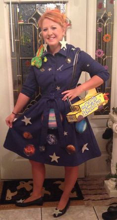 I had such a blast being this character. Mrs. Frizzle and the Magic School Bus #cosplay #msfrizzle #magicschoolbus