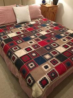 Transcendent Crochet a Solid Granny Square Ideas. Inconceivable Crochet a Solid Granny Square Ideas. Crochet Afghans, Crochet Bedspread, Crochet Quilt, Crochet Squares, Crochet Granny, Crochet Blanket Patterns, Free Crochet, Knitting Patterns, Granny Pattern