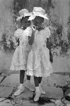 Canal~Art  « Les fillettes d'Haïti » Cliché de la photographe Cristina Garcia Rodero