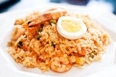 Aprende cómo preparar uno de los platos más deliciosos que tiene la gastronomía peruana: el maravilloso arroz con mariscos. Dominican Republic Food, Arroz Frito, Peruvian Recipes, Ceviche, Tasty Dishes, Quick Easy Meals, Fried Rice, Food To Make, Seafood