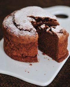 The Perfect Chocolate Cake/Tortul de ciocolata perfect - Culinar. Sweet Desserts, Delicious Desserts, Chocolate Lovers, Chocolate Cake, Romanian Food, Romanian Recipes, Dessert Buffet, Pound Cake, Italian Recipes