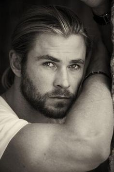 Chris Hemsworth by krystal