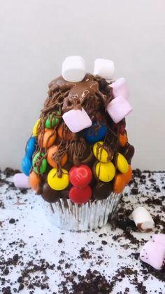 Cake Decorating Designs, Wilton Cake Decorating, Birthday Cake Decorating, Cake Decorating Techniques, Cake Designs, Decorating Ideas, Baby Shower Cupcakes, Cupcake Party, Wedding Cupcakes