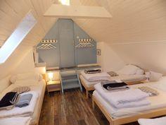 Location vacances maison Kerfot: La cinquième chambre, un grand dortoir de 5 lits 90 X 200