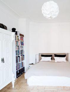 Sängynpääty tehtiin itse. Se oli Linan eräästä sisustusliikkeestä bongaama idea, jonka Frank sitten toteutti.