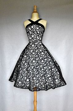 1950's party dress...Can I have this... Please... :D