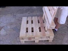Assembly armchair in pallet Reste Möbel diy pallet creations Pallet Furniture Armchair assembly Creations DIY diypallet Möbel Pallet Reste Pallet Lounge, Diy Pallet Sofa, Diy Pallet Projects, Pallet Ideas, Pallet Chairs, Pallet Bench, Outdoor Pallet, Pallet Garden Furniture, Outdoor Furniture Plans