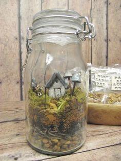 Terrarium Kit With Tiny House Glow in the Dark par GypsyRaku