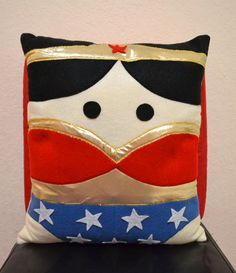 La necesitooooooooooooooooooooooo!!!!   adorable pillow...i'll take four!