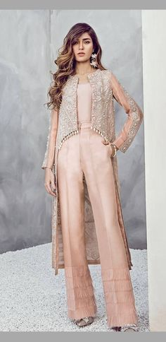 Layered palazzo pants with high low slip on jacket Source by fashion indian Asian Fashion, Hijab Fashion, Fashion Dresses, Emo Fashion, Pakistani Outfits, Indian Outfits, Emo Outfits, Hijab Stile, Pakistan Fashion