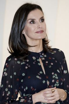 Queen Letizia of Spain Photos - Queen Letizia of Spain inaugurates FITUR International Tourism Fair 2020 at Ifema on January 2020 in Madrid, Spain. Rare Disease, Queen Letizia, Old Women, Royalty, Hair Cuts, January 22, Lady, Outfits, Beautiful Women