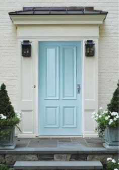 Pearl white brick & trim with baby blue door exterior color Bright Front Doors, Brown Front Doors, Front Door Colors, Office Color Schemes, Color Schemes Design, Brown Color Schemes, Exterior Colors, Exterior Paint, Exterior Design