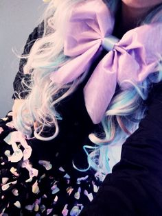 † pastel goth styles † I don't know what pastel Goth is, must be new but this is cute lol