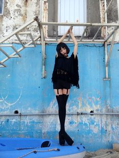 A dark look love the suspenders x Nu Goth Fashion, Dope Fashion, Asian Fashion, Fashion Beauty, Alternative Outfits, Alternative Fashion, Looks Style, My Style, Teen Witch