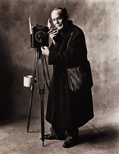 Street Photographer (A), New York, 1951. Platinum-palladium print. Photo Irving Penn.