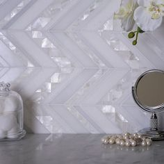 Mosaic tiles are universal design talents in the bathroom, in the kitchen - and in Bar Design, Design Studio, Design Furniture, Kitchen Furniture, Kitchen Decor, Mother Of Pearl Backsplash, Herringbone Backsplash, White Herringbone Tile, White Tile Backsplash