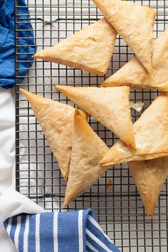 Greek Vegetarian: Roast Pumpkin and Feta Filo Triangles (Kolokithopita) Filo Recipe, Today's Recipe, Vegetarian Roast, Vegetarian Recipes, Cooking Recipes, Healthy Recipes, Greek Dishes, Roast Pumpkin, Appetisers
