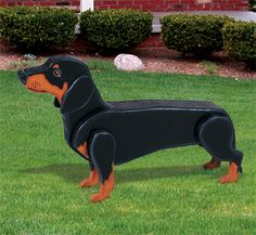 3D Life-Size Dachshund Woodcraft Pattern This realistic looking life-size Dachshund will make a great addition to your deck, yard or garden area. #diy #woodcraftpatterns