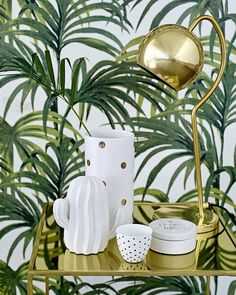 Happy corner | In love with gold accents and greenery pattern. via @designandafter #homedecor #interiordesign #white #home #decorations #gold #accents #palmtree #pattern #greenery #inspiration #tablesetting #cactus #love