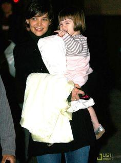Hair - cabelo - beautiful - bonita - hermoso - moda - look - style - estilo - inspiration - inspiração - inspiración - fashion - elegant - elegante - casual - coat - casaco - black - preto - jeans - Dress - dress - vestido - Splendid Littles - pink - rosa - Silver Shoes - Bonpoint - sapato prata - kid - child - criança - niña - menina - girl - Princess - princesa - baby - bebê - daughter - filha - hija - mother - mãe - madre - mom - mamãe - mamá - November - 2008 - Katie Holmes - Suri Cruise