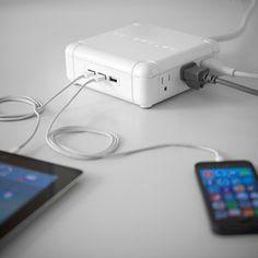 Powerqube puede cargar hasta 9 dispositivos al mismo tiempo, tiene puertos USB y salidas corrientes de poder.