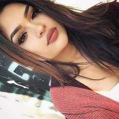 Soft brown eyes - nude matte Lips