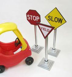 Cute! Homemade traffic signs to teach toddlers about the rules of the road.