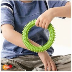 Flessibile e facile da tenere, questi anelli forniscono  una valida stimolazione tattile del bambino.