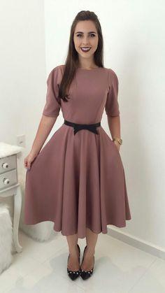 Modest Dresses for Ladies Over 50 Modest Dresses, Modest Outfits, Classy Outfits, Skirt Outfits, Modest Fashion, Pretty Dresses, Dress Skirt, Fashion Dresses, Dress Up