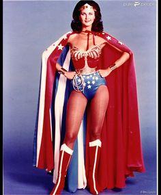 Lynda Carter foi eternizada na TV como a personagem Mulher-Maravilha no seriado americano de mesmo nome durante a década de 70