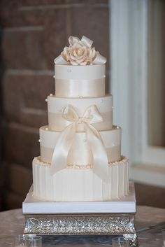 Ivory Wedding cake - Michael David Photography