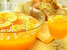 Frescura navideña. Breakfast punch: Mango, pineapple, orange juice, rum, cointreau, brandy
