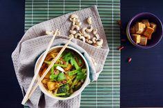 Pełna Lodówka: Pikantny makaron w stylu tajskim z czerwonym curry i masłem orzechowym