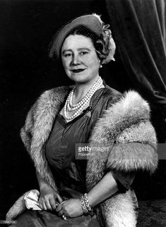 Royal Jewels of the World Message Board: Queen Elizabeth the Queen Mother. Wedding gift from Belfast Elizabeth Queen Of England, Young Queen Elizabeth, Lady Elizabeth, Princess Elizabeth, Princess Margaret, Queen Mother, Queen Mary, Queen B, Reine Victoria
